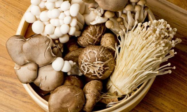 殘留在磨菇的農藥很少,購買傳統方式種植的產品即可。(Getty Images)