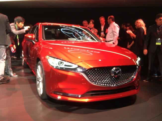 Mazda 6內飾以「森木」為主題,外觀呈現「成熟的優雅」風格。(記者謝雨珊/攝影)