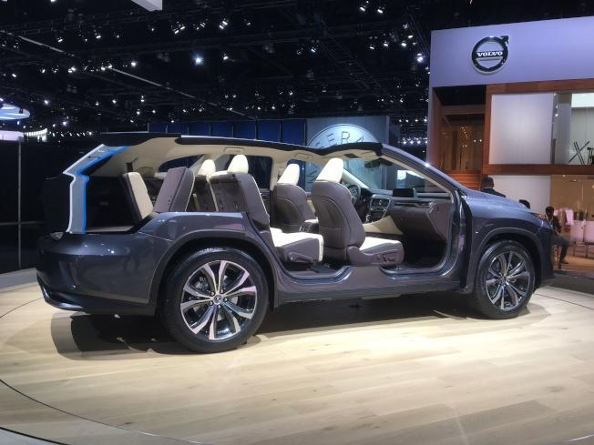 擴增到三排座位的Lexus RX 350L橫切面樣品車(記者謝雨珊/攝影)