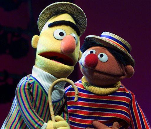 「芝麻街」裡的木偶Bert(左)和Ernie(右)。美聯社