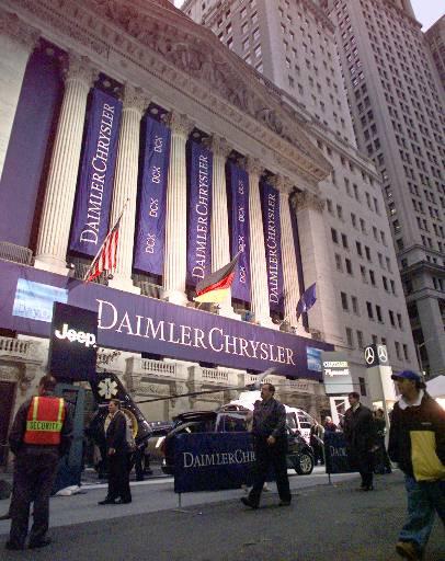 全新的戴姆勒克萊斯勒(DaimlerChrysler)開始在紐約證交所交易股票。美聯社