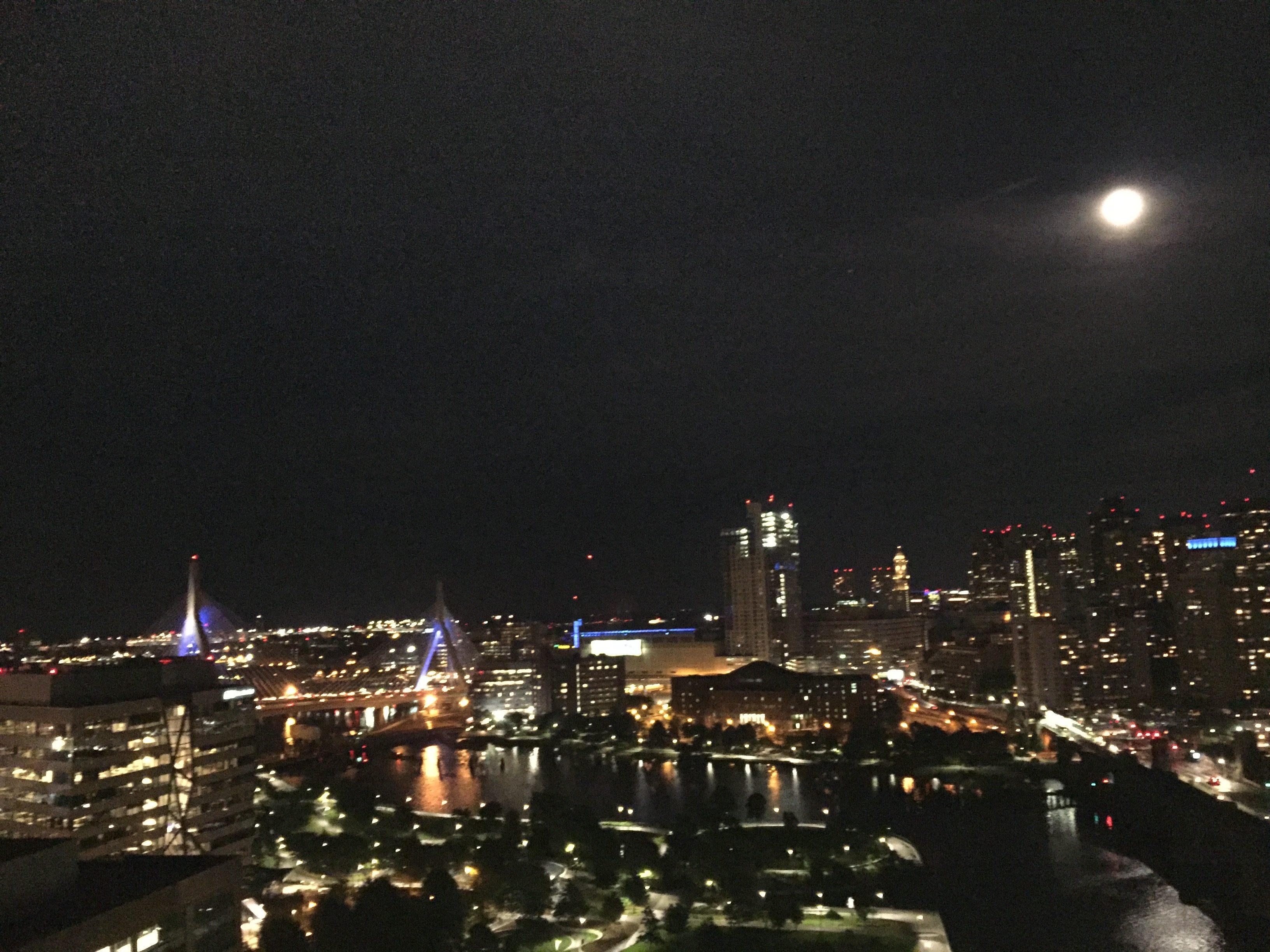 月圓中秋夜。(水仙提供)