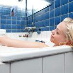 熱水過肩泡澡好舒服 但下一刻當心這個意外…