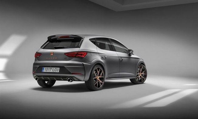 Seat Leon Cupra R在外觀上搭載了專屬的碳纖維與銅色套件。(Seat提供)