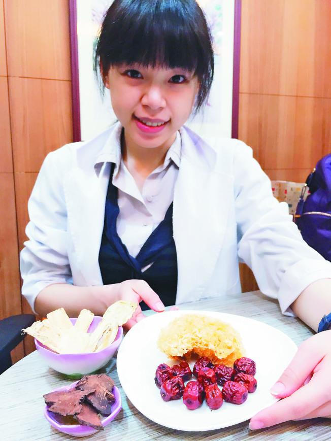 中醫師表示,用紅棗銀耳煮湯,或利用生黃耆、當歸泡補血茶,都能養顏美容,給你「好面子」。(本報資料照片)