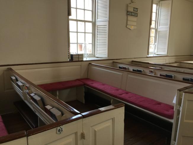 華盛頓一家人在教堂的座位。