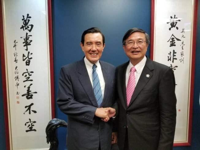 林清吉(右)與馬英九合影。(林清吉提供)