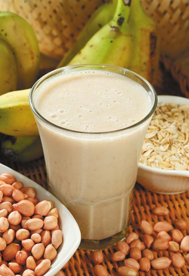 香蕉堅果燕麥粥能讓人感到放鬆及心情愉悅。(本報資料照片)