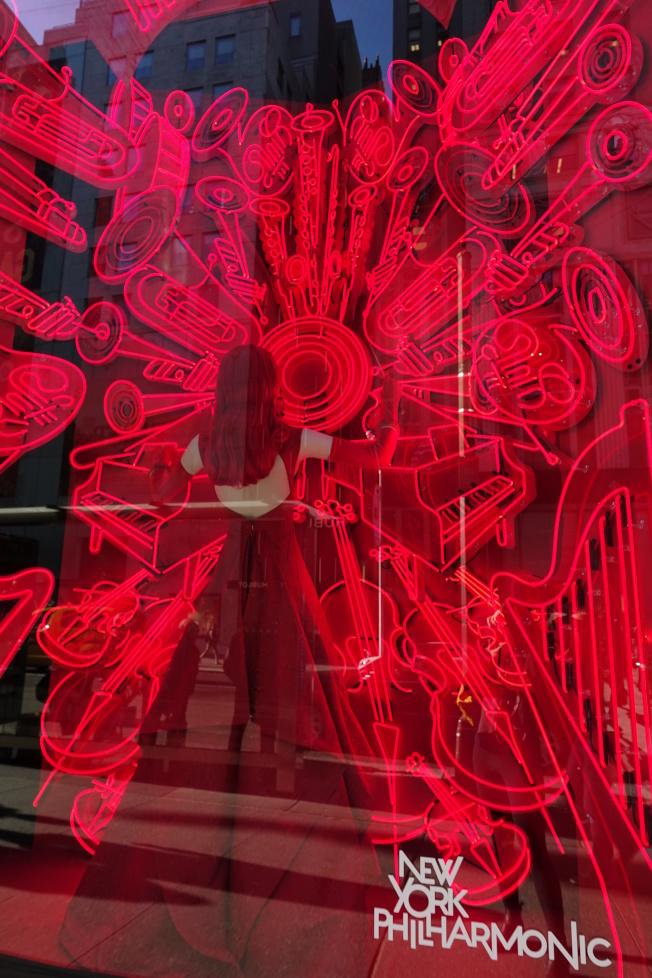 Bergdorf Goodman展示紐約七個文化娛樂機構。(記者金春香/攝影)