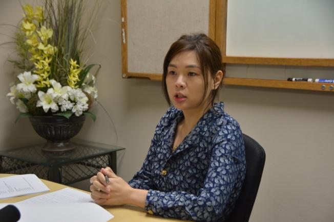律師王婧更新「加州投資移民基金」詐騙案進展。(記者高梓原/攝影)