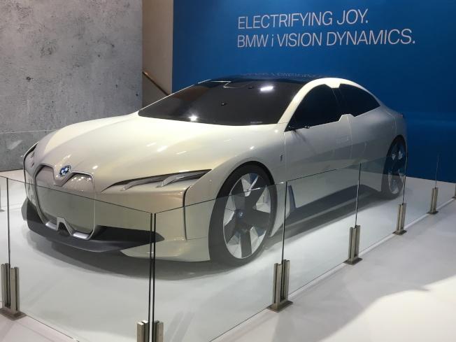 BMW目標於2025年推出25輛電動車,而其中12輛將會是全電動車,有機會在未來上市的BMW Vision Coupe概念車就是以全電動車作為發想。(記者謝雨珊/攝影)