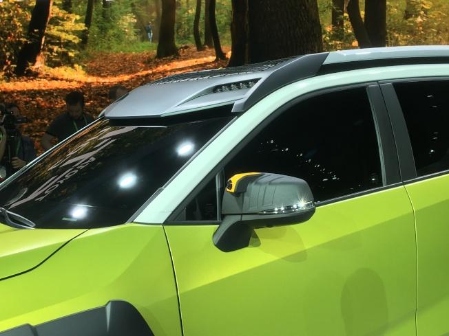 FT-AC概念車車頂上設有近十顆LED燈,旨在加強燈光,讓野外夜晚視野更明亮,它們可由手機操控。(記者謝雨珊/攝影)