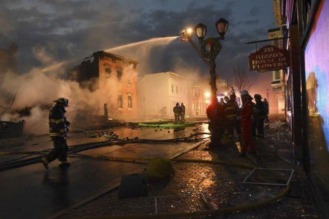 美國紐約州北部城市科霍斯傳祝融肆虐,造成21棟建築付之一炬或毀損。(美聯社)