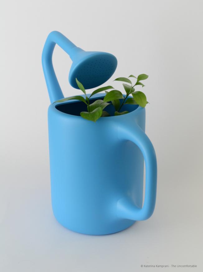 澆花器的噴嘴是以「反方向」朝向入水口。(取自坎普拉妮網站)