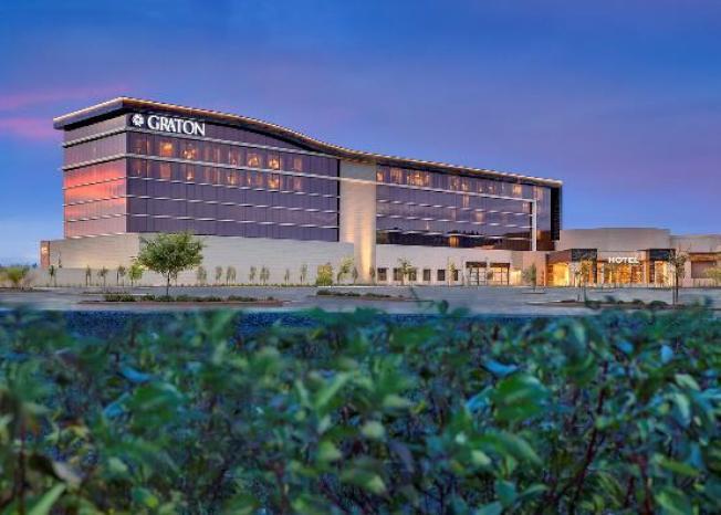 貴騰大賭場讓您感受佳節的歡愉氣氛,娛樂、博彩、美食,一次滿足。