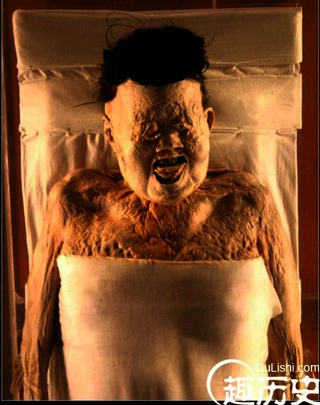 2200多歲的辛追夫人有專屬的醫療科技團隊幫她「延年益壽」。 (取材自新藍網)
