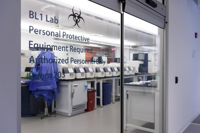 基礎醫學公司下代定序實驗室(next-generation sequencing laboratory)。(美聯社)