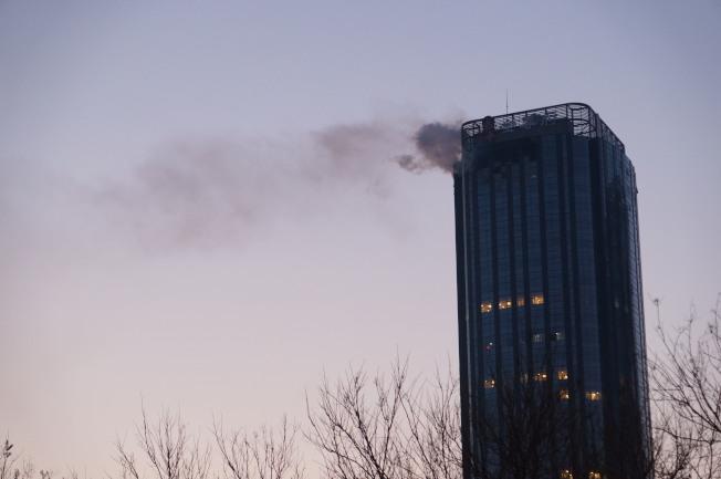 1日凌晨4時許,天津市「泰禾金尊府」的38層發生火災。(新華社)