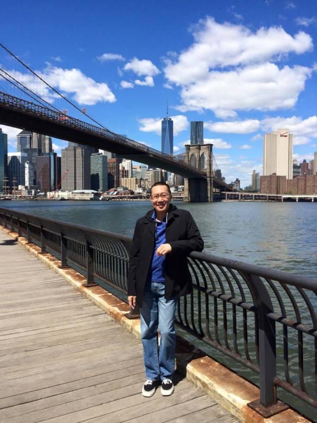 曼哈頓下東城租客博物館華裔副主席伍偉漢,講述自己家庭從難民到實現美國夢的故事。(伍偉漢提供)