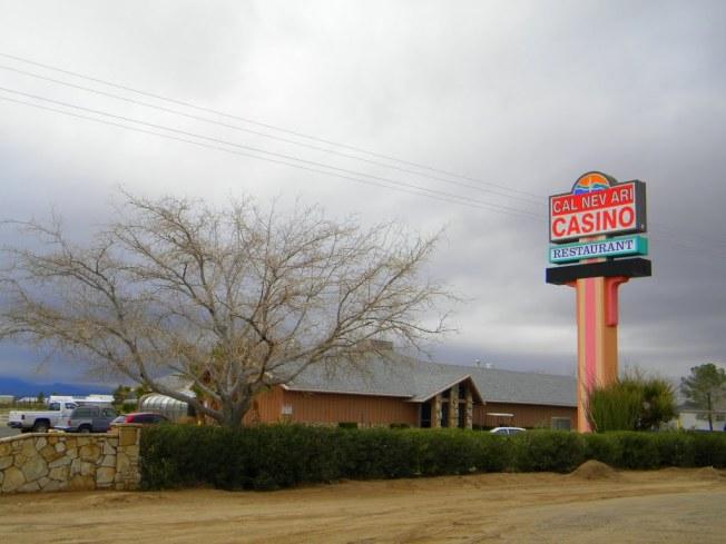 以Ca-Nev-Ari三州命名的內華達小鎮還沒有賣掉。(網路照)