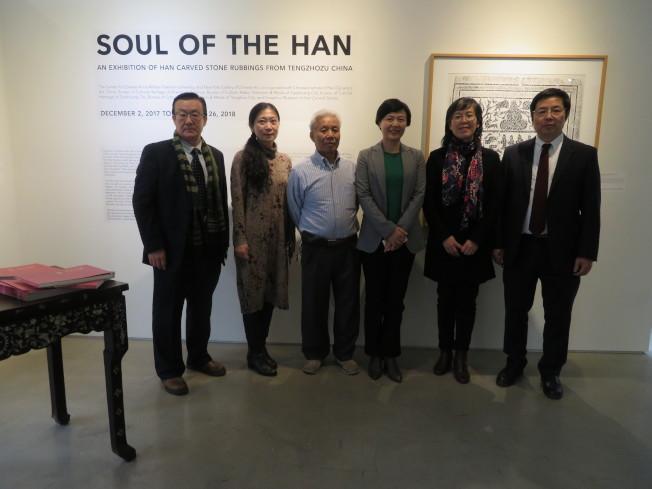 「漢人之魂」中國滕州漢畫像石展於2日在曼哈頓華埠美國紐約中國藝術館開幕,民眾可免費前來參觀。(記者陳小寧/攝影)