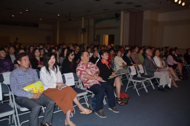 精彩的表演吸引近300位觀眾。(記者王全秀子/攝影)