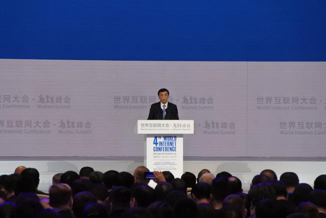 中共政治局常委王滬寧3日在第4屆世界互聯網大會上發表演講,強調中國將發展數位經濟,同時也要制定網路規則、標準和重視網路治理。(中央社)