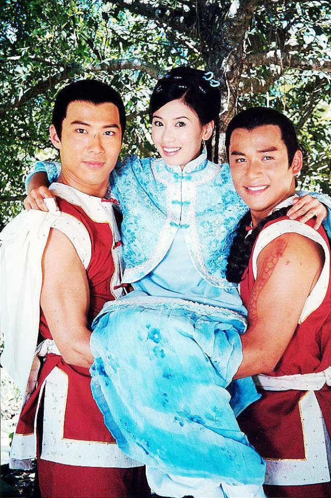 黃少祺(左起)和賈靜雯及江宏恩主演的「飛龍在天」轟動一時。(圖:民視提供)