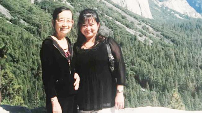 韓詩詩(右)和她的母親。(圖/韓詩詩家人提供)