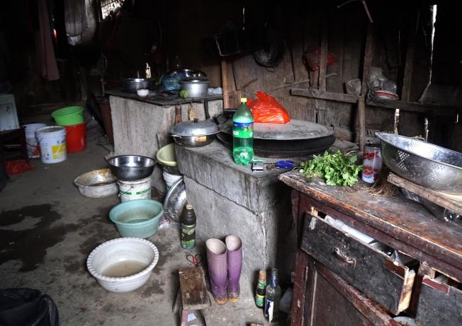 樹華教育基金會今年訪問了中國一些貧困地區的家庭,目睹貧困學生的艱難。(圖:樹華提供)