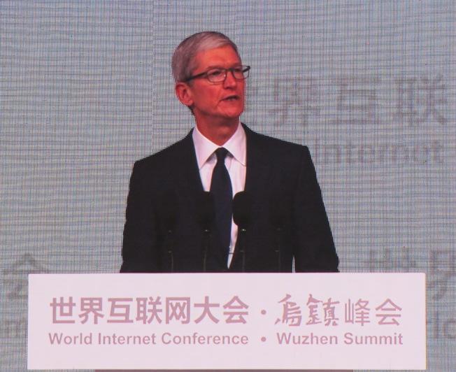 蘋果公司執行長庫克表示,他並不擔心AI,而是更擔心人像機器一樣思考。特派記者林則宏/攝影