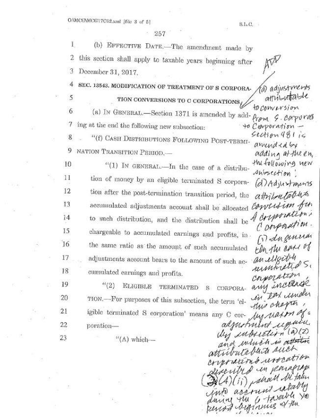 聯邦參議員德賓(Dick Durbin)在推特上曬出法案文件的複印件,不少條款甚至在頁邊手寫添加修改,字跡難辨。德賓表示,「有誰能認出這寫的是什麼嗎」?(劉雲平推特)