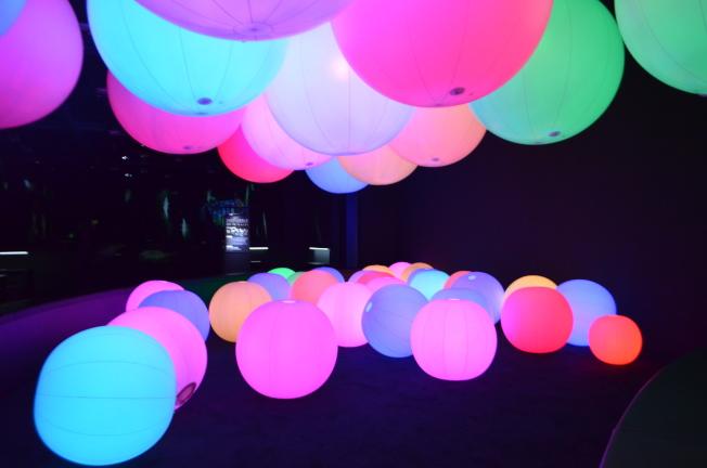 光球管弦樂團除了大球外,還有給小朋友玩的區域。記者魏妤庭/攝影