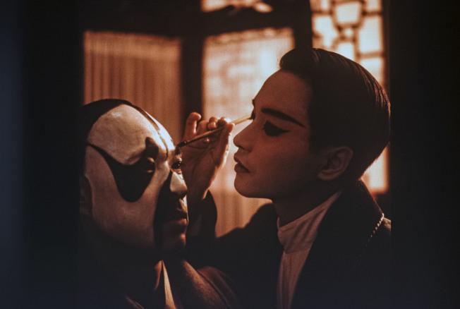 「霸王別姬」男主角、大陸資深男星張豐毅(左)在節目中透露,當時真的感覺到張國榮(右)「人戲不分」。(本報資料照片)