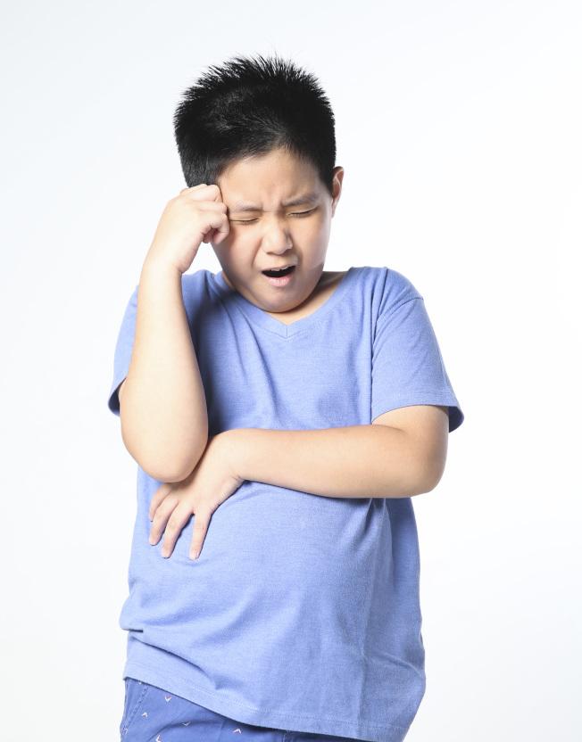 患者莫名頭痛持續一周以上,就應赴醫積極治療。(本報資料照片,非當事人)