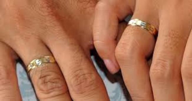 關島一名居民同意以至少2萬元的代價與一名女子結婚,好讓女方獲得綠卡。(Getty Images)