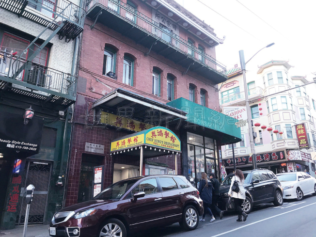 華埠企李街也有一家麻將館被三名華裔男子洗劫,就在公所林立的天后廟街旁。(記者李秀蘭/攝影)
