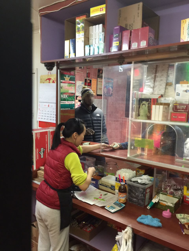 防彈玻璃被許多費城店家視為保命之道。(本報檔案照)