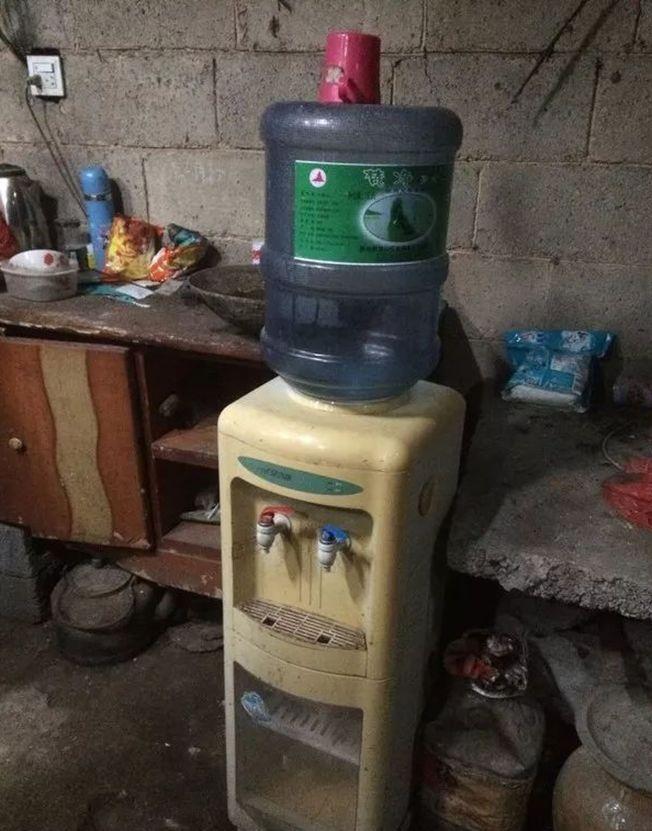 團結鎮老王寨村,多數村民家買桶裝水喝。(取材自北京青年報)