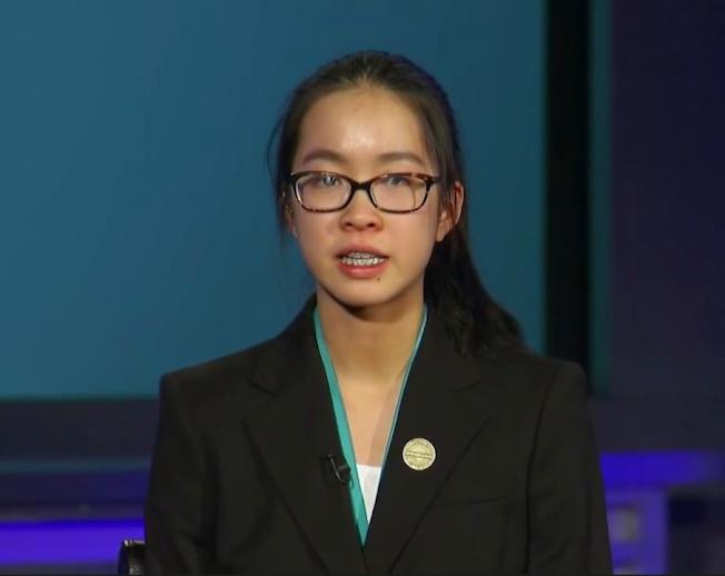 李佳倩在華府領取西門子科學獎團體冠軍獎牌後接受訪問。(視頻截圖)