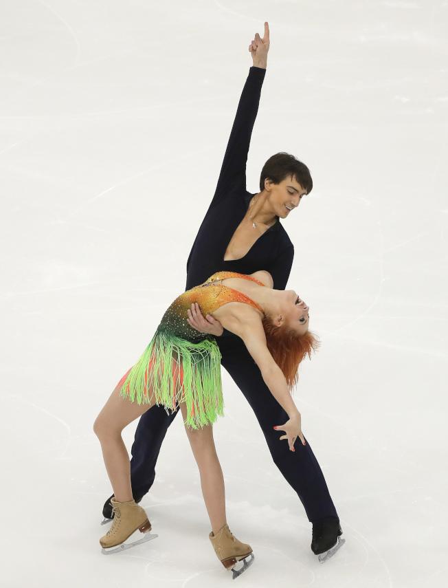 俄羅斯冰舞選手在紐約州寧靜湖出賽。(美聯社)