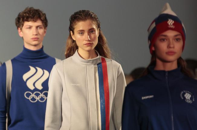 俄羅斯上月底剛展示參加平昌冬奧的代表團制服設計。(美聯社)