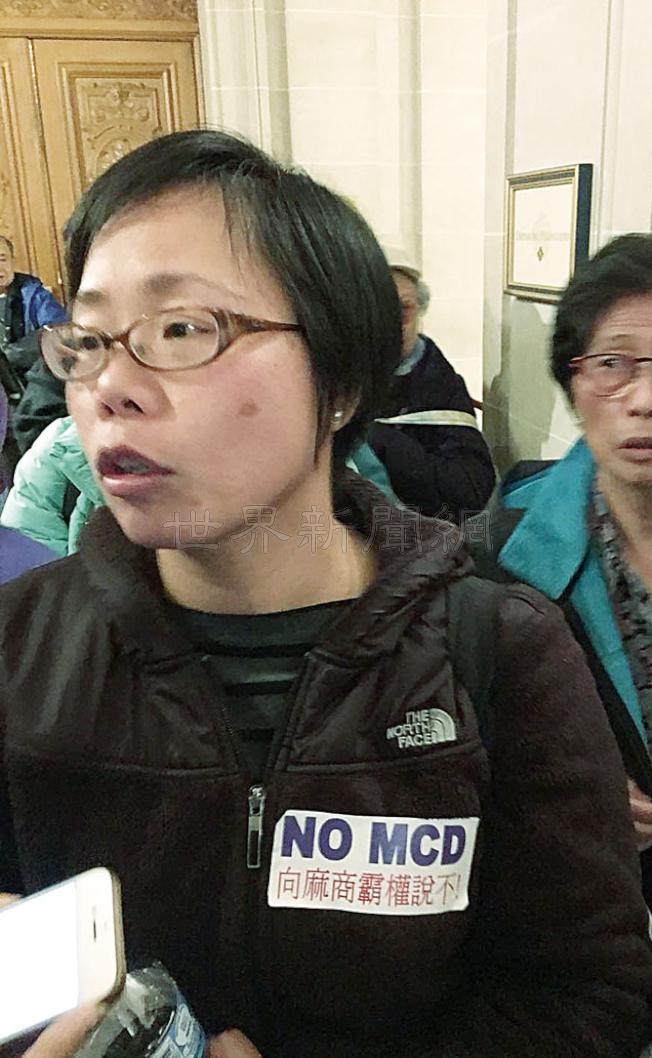 反對大麻店的華裔代表譚啟欣會後表示,早已料到結果,表達失望。(記者李晗/攝影)