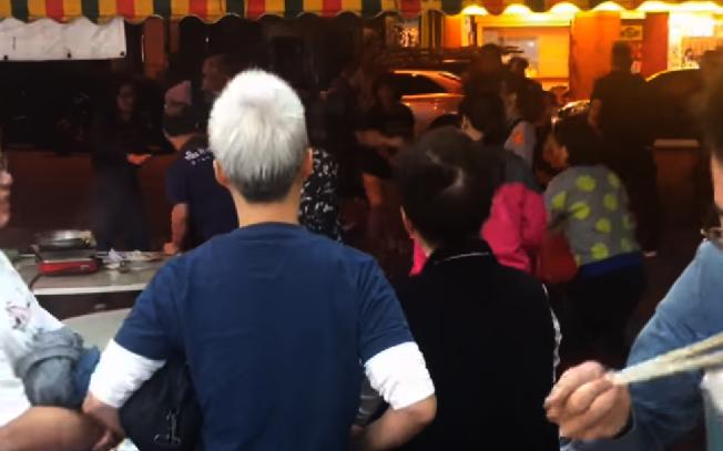 高雄羊肉爐店爆發中國遊客與本地人衝突。取自YouTube