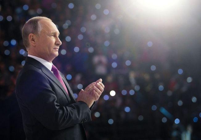 俄國總統普亭6日宣布明年大選將尋求連任。(美聯社)
