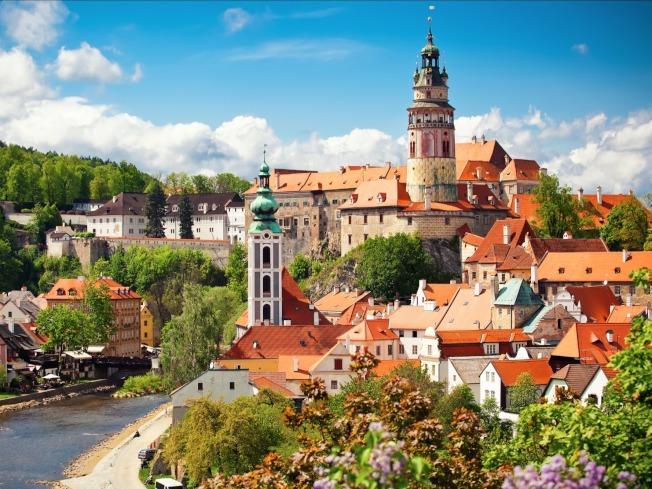 文景假期推出各地精彩名勝旅遊團,帶領暢遊世界各地美麗景點。