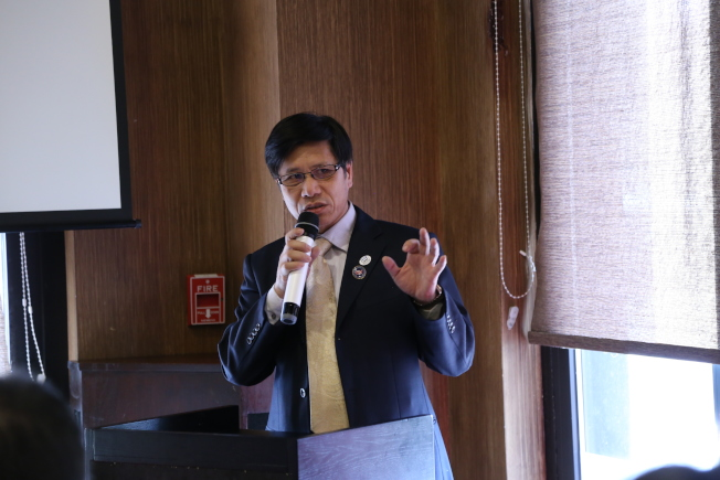 為規範並提高中餐管理,幫助中餐在美發展,美國中餐聯盟及美中工商聯合會在維州泰森角中餐館「Asian Origin」舉辦專題講座。美國中餐聯盟主席朱天活介紹加快中餐標準化的計畫。(記者羅曉媛/攝影)
