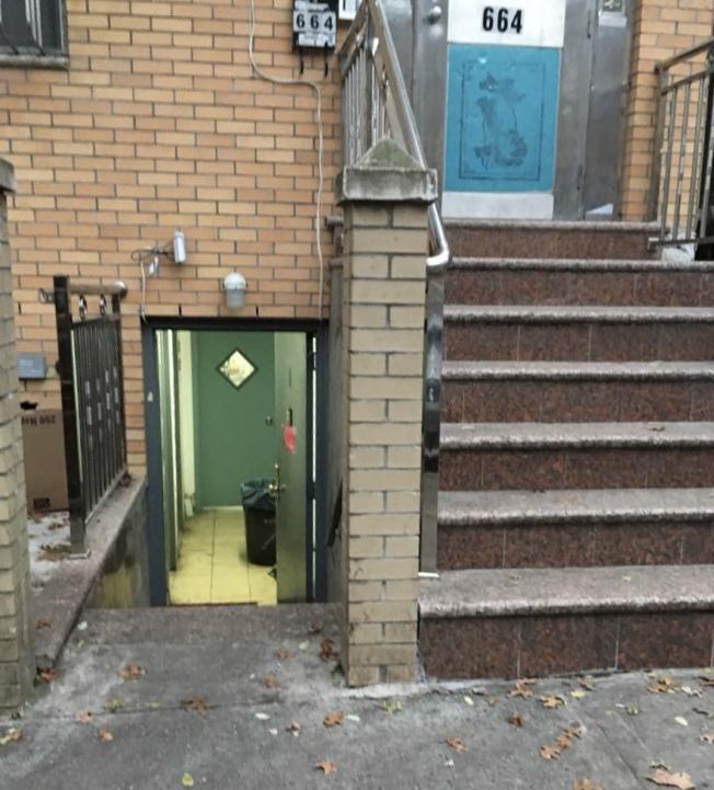 8大道周邊一家位於地下室賭檔被突擊檢查。(警方提供)