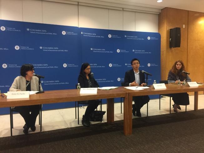 哥倫比亞大學6日晚討論DACA的未來,左起:哥大國際與公共關係學教授Ester Fuchs、Elroa Mukerjee、Van Tran、Charlotte Navarro。(記者顏嘉瑩/攝影)