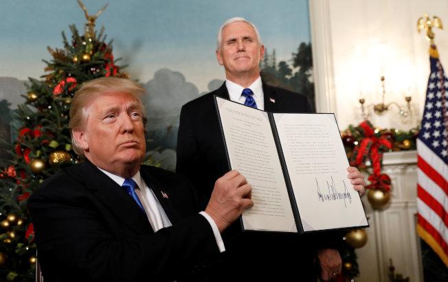 川普總統簽署行政令,承認耶路撒冷為以色列首都。(路透)
